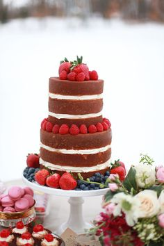 Naked cake with fresh berries | Esther Gallarday Photography | see more on: http://burnettsboards.com/2014/04/dream-fairytale-bridal-inspiration/