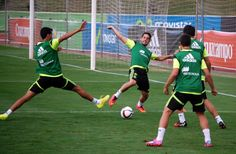 Busquets e Isco en un entrenamiento en Las Rozas. #seleccionespanola #LaRoja #diariodelaroja