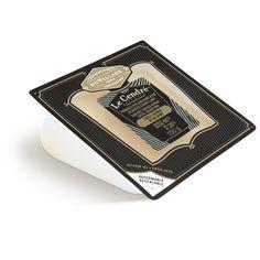 El Ash Mont-Laurier (Québec) Elaborado con leche pasteurizada, la masa de este queso semi-superficie firme y maduró y se lavó corteza, presionado y sin cocer. Desde el color de un grano de trigo, que es suave y rayado horizontalmente desde una franja de cenizas de la planta. Cuando el queso es joven, su suave sabor afrutado es acompañado por un aroma de avellanas y heno