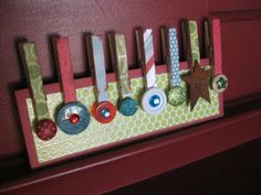 Holiday clothes pins - holds cards, pictures or whatever needs holding! Super cute and easy to make.
