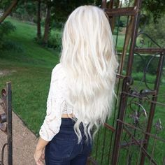 23 Ideas hair color highlights white platinum blonde They might be be unable to check White Ombre Hair, White Blonde Hair, Platinum Blonde Hair, Icy Blonde, Lilac Hair, Pastel Hair, Gray Hair, Hair Color Highlights, White Highlights