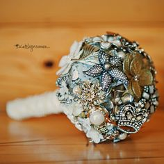Antique Jewelry Bouquet (Photography by Katelyn Turner)  This would make a pretty fashion ring.