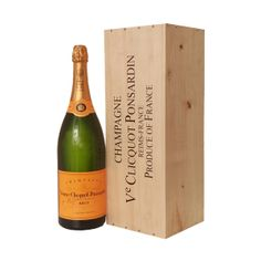 Veuve Clicquot Yellow Label Brut Jeroboam 3 l Wood Box. Golden yellow, with a necklace of tiny bubbles. Initially reminiscent of white fruits and raisins, then of vanilla and later brioche. To take into account the balance between the fruity aromas coming from the grape varieties and the toasty aromas.