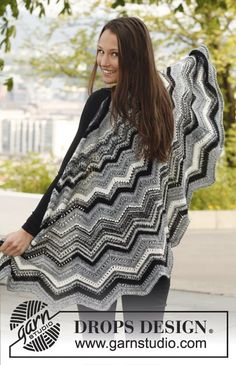"""Silver Cloud by DROPS Design  """"In black and white or in bright colors - always an eye-catcher!""""  Knitted DROPS shawl with zigzag pattern in """"Fabel""""."""
