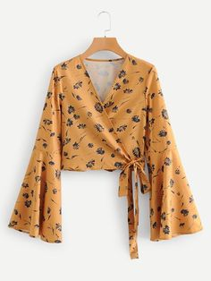 Boho Floral Shirt Regular Fit V neck Long Sleeve Placket Yellow Crop Length Flounce Sleeve Knot Side Wrap Blouse Blouse Styles, Blouse Designs, Hijab Fashion, Fashion Dresses, Bluse Outfit, Hijab Stile, Vetement Fashion, Spring Shirts, Spring Blouses