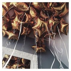 Achieve a magical golden sealing decoration with metallic star shaped or round balloons. Depending on the area you would like to cover, our party planners can suggest the sutiable amount of balloons. Birthday Goals, 18th Birthday Party, Girl Birthday, Birthday Ideas, Party Fiesta, Helium Balloons, Round Balloons, Pink Balloons, Air Balloon