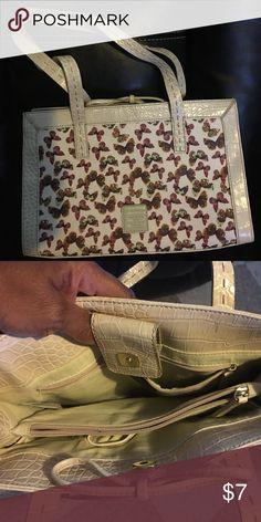 Cute Liz Claiborne Purse Used, good condition Liz Claiborne Bags Shoulder Bags