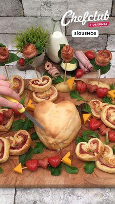 Fondue de San Valentín! Para celebrar el amor! 💘😍 Para más recetas visita nuestro sitio Chefclub! #comida #recetasfaciles #recetasparacompartir #yumi #yum Amazing Food Videos, Appetizer Recipes, Appetizers, Think Food, Tasty, Yummy Food, Food Decoration, Creative Food, Diy Food