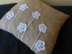 Cuscino  Pizzo e Balla in juta e fiori crochet ecrù., by Le gioie di  Pippilella, 22,00€ su misshobby.com