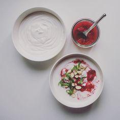 Easy Homemade Coconut yoghurt with strawberries, basil and chopped almonds Homemade Coconut Yogurt, Vegan Breakfast, Vegan Life, Basil, Vegetarian Recipes, Strawberry, Tableware, Harvest Moon, Veganism