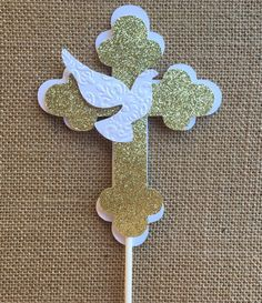 Baptism centerpieces stick/ Angel centerpieces stick/ Dove centerpieces stick/ White and Gold baptism centerpieces stickAre the perfect for Decorations, Baptism Decorations or Communion Centerpieces.Picture 2 of 4 Boy Baptism Centerpieces, Communion Centerpieces, First Communion Decorations, First Communion Cards, Première Communion, Baptism Decorations, First Holy Communion, Shower Centerpieces, Balloon Decorations