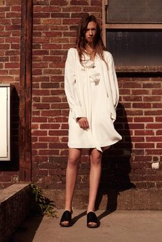 See the complete Chloé Resort 2016 collection.