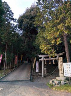 平沢邸から北へ1分。この坂を上ると大黒さん。憂がお参りしてました。