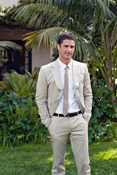 This @Mandy Dewey Seasons Resort The Biltmore Santa Barbara groom rocked the California casual-chic look in a classic khaki suit. Spot on!