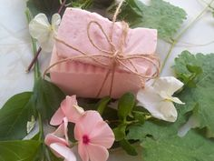 Natural Glow Herbal Provence Face Soap 4,00€  Με ελαιόλαδο, βαλσαμέλαιο και αλόη, ιδανικό για όλες τις επιδερμίδες!!  Find Us  On Facebook!!! Organic Soap, Lip Balm, Lotion, Glow, Gift Wrapping, Facebook, Cream, Gifts, Gift Wrapping Paper