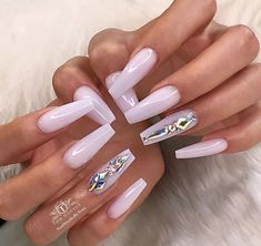 How to choose your fake nails? - My Nails Bling Acrylic Nails, White Acrylic Nails, Best Acrylic Nails, Rhinestone Nails, Bling Nails, Coffin Nails, Stiletto Nails, Nails Design With Rhinestones, Gem Nails