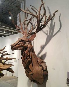 American Artist Creates Art With Reused Wood And The Result Looks Magical Wood sculptures are not something new. However, this artist, Jeffro Uitto, who goes by the name Driftwood Sculpture, Driftwood Art, Sculpture Art, Wooden Sculptures, Ribbon Sculpture, Driftwood Projects, Wood Creations, Wooden Art, Land Art