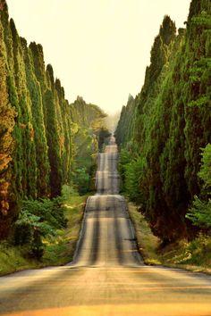 Estrada na Toscana, Itália.