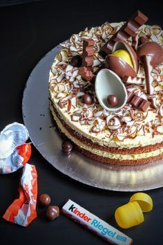Kinderschokolade-Torte Kinderschokolade-Torte The post Kinderschokolade-Torte appeared first on Kinder ideen. Food Cakes, Cupcake Cakes, Baking Recipes, Cake Recipes, Sweet Bakery, Cake & Co, Crazy Cakes, Brownie Cake, Cakes And More