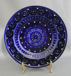 Arabia Valencia, Ulla Procopé How do I love thee? Yves Klein Blue, Kitchenware, Tableware, Shopping Places, Old Antiques, Kitchen Inspiration, Tiny Houses, Cobalt Blue, Utensils