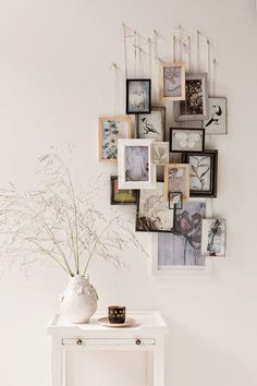 Hanging wedding pictures - Interior design - Pictures on Wall ideas Hanging Wedding Pictures, Hanging Pictures, Wall Art Decor, Room Decor, Home And Deco, Picture Wall, Small Picture Frames, Photo Wall, Bedroom Wall