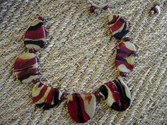 172A Collier primitif perles plates kaki rouge et noir   Flickr: partage de photos!