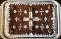 Είναι μία φανουρόπιτα μοναστηριακή η οποία είναι πολύ απλή και πεντανόστιμη. Οι σταφίδες και τα καρύδια κάνουν τη διαφορά! Αξίζει να τη δοκιμάσετε. Tin, Sweet, Desserts, Food, Candy, Tailgate Desserts, Deserts, Pewter, Essen