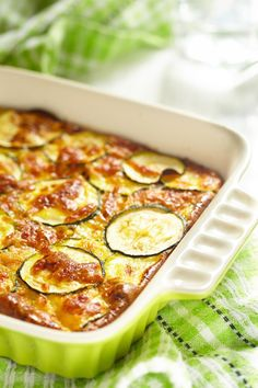 Zucchini & Cheese Casserole Recipe - try this casserole as a tasty alternative to a potato or broccoli bake. A yummy side dish. Broccoli Cheese Bake, Zucchini Cheese, Vegetable Salad, Vegetable Side Dishes, Food In French, Wine Recipes, Cooking Recipes, 20 Min, Vegetarian Recipes
