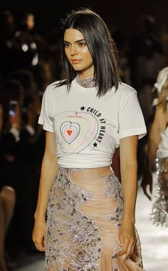 Kendall walks the Fashion For Relief Fashion show in Cannes Kendall And Kylie Jenner, Kendall Jenner Outfits, Kendall Jenner Short Hair, Kendal Jenner Hair, Kylie Jenner Young, Runway Fashion, Fashion Models, Womens Fashion, Pelo Midi