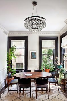 Black window trim, white baseboard   Blair Harris Interior Design (via Grey and Scout)