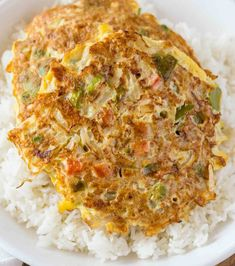 Egg Foo Young is a Chinese egg omelette dish made with vegetables like carrots, peas and bell peppers with an easy gravy topping. Vegetarian Egg Foo Young Recipe, Vegetable Egg Foo Young Recipe, Egg Fu Young Recipe, Vegetarian Eggs, Vegetarian Recipes, Easy Chinese Recipes, Asian Recipes, Mexican Food Recipes, Asian Foods