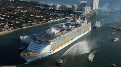 navio de cruzeiro enorme de voltar