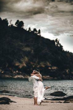 Ainda estamos suspirando pelo Pré wedding desse casal maravilhoso, simpático e muito queridos. Tiago e Solange moram em Sorocaba, mas escolheram a praia para realizar o seu ensaio. Queriam algo diferente, que tivesse a cara deles, sem muita pose, que apenas refletisse o quanto amam se diver...