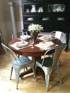 Seattle: Vintage round dining room table $80 - http://furnishlyst.com/listings/923452