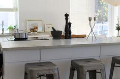 White and concrete kitchen