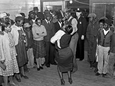 marion-post-wolcott-negroes-jitterbugging-in-a-juke-joint-on-saturday-afternoon-clarksdale-mississippi-delta-1939.jpg (1600×1199)