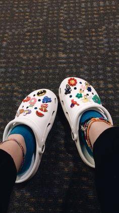 Crocs Shoes, Vans Shoes, Shoes Sneakers, Croc Charms, Custom Shoes, Vans Custom, Outfit Invierno, Vsco, Dream Shoes