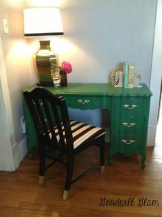 Fabulous Antique Desk Makeover - Top 60 Furniture Makeover DIY Projects and Negotiation Secrets(Diy Furniture Makeovers) Patio Furniture Redo, Small Living Room Furniture, Coaster Furniture, Retro Furniture, Furniture Projects, Furniture Makeover, Furniture Decor, Furniture Design, Desk Makeover