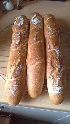 Baguette Parisienne, ein schmackhaftes Rezept aus der Kategorie Brot und Brötchen. Bewertungen: 283. Durchschnitt: Ø 4,6.
