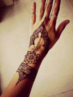 fed90a47b tattoo dans le 26 pour belle femme #tattoo #sexy #tatouage sur www.