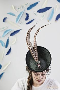 Tocado buntal con plumas de faisan Fotos. Rocio Berrio Fotografia.