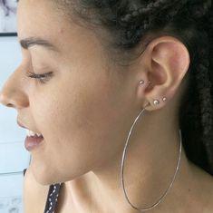 Piercing no tragus: cuidados, riscos, dúvidas respondidas e 26 FOTOS <3 Piercing No Tragus, Piercings, Hoop Earrings, Jewelry, Diy Painting, Pictures, Peircings, Piercing, Jewlery