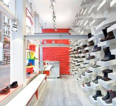 Camper Store Milano with Le Perroquet Spotlights Shop Interior Design, Retail Design, Camper Store, Slow Design, Architecture Magazines, Shops, Visual Merchandising, Memphis, Amsterdam