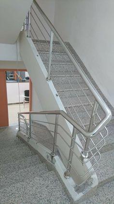 Steel Railing Design, Staircase Railing Design, Outdoor Stair Railing, Modern Stair Railing, Home Stairs Design, Balcony Railing Design, House Gate Design, Modern Stairs, Interior Stairs