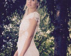 Articoli simili a Lace sleeves top su Etsy Lace Sleeves, Wedding Dresses, Fashion, Bead, Bride Dresses, Moda, Bridal Gowns, Alon Livne Wedding Dresses, Fashion Styles