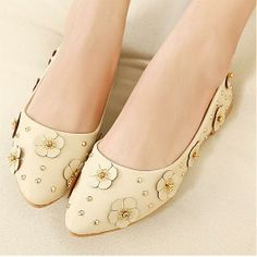Beauty Apricot PU Flower Pointy Closed Toe Flats