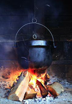 open fire cooking (and spellwork) Wiccan, Magick, Fire Cooking, Little Cabin, Sleeping Under The Stars, Kitchen Witch, Cabins In The Woods, Cauldron, Country Life
