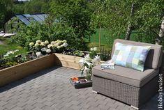 Hobbybruket: Sol, sommer og ny blomsterkasse :) Outdoor Sectional, Sectional Sofa, Outdoor Furniture Sets, Outdoor Decor, Deck, Garden, Home Decor, Modular Couch, Garten