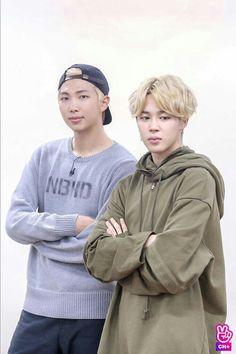 "Jimin is like :,, Don't look at the camera. "" Namjoon ruins it. Just joke - M Jimin Run, Run Bts, Jimin Jungkook, Bts Bangtan Boy, Taehyung, Jung Hoseok, Kim Namjoon, Seokjin, Foto Bts"
