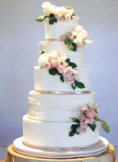 destination weddings places The Beach Wedding Desserts, Wedding Decorations, Wedding Ideas, Wedding Stuff, Buttercream Wedding Cake, Amazing Wedding Cakes, Painted Cakes, Wedding Veils, Fondant Cakes